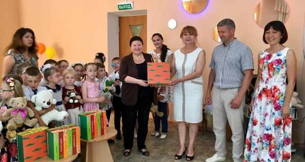 «Российский фонд мира» - детям Севастополя. Дмитрий Голиков приехал с подарками в детсад №33