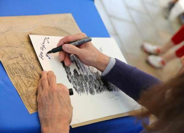 Художник Никас Сафронов провел творческую встречу в «Артеке»