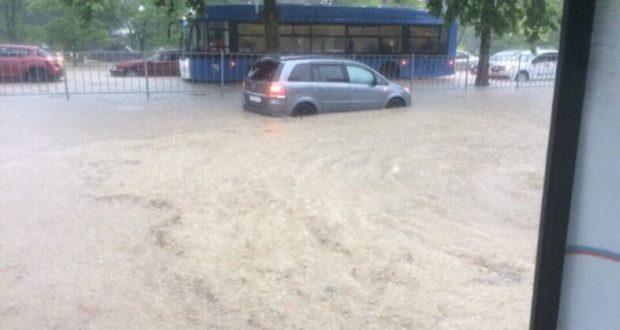 Непогода в Крыму: на ЮБК ливень, в Симферополе град, Севастополь… превратился в Венецию