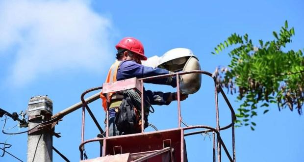 В Симферополе продолжают восстанавливать сеть наружного освещения города