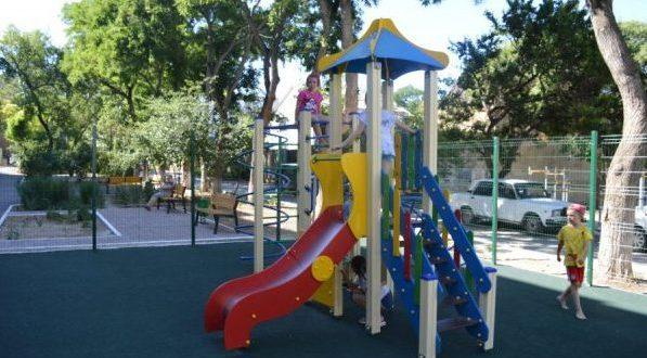Власти Севастополя рапортуют: завершают обустройство детских и спортивных площадок