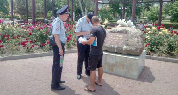 Полиция Крыма призывает туристов не попадаться на уловки «фотографов-голубятников»