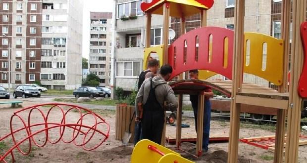 В Симферополе взялись за безопасность новых детских площадок