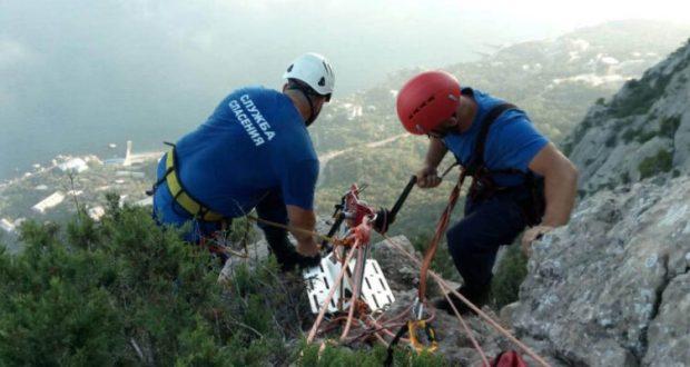Под Севастополем спасали альпинистов и туриста-инвалида