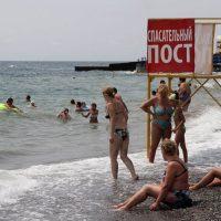 Роспотребнадзор: морская вода на пляжах Алушты и Севастополя вызывает опасения