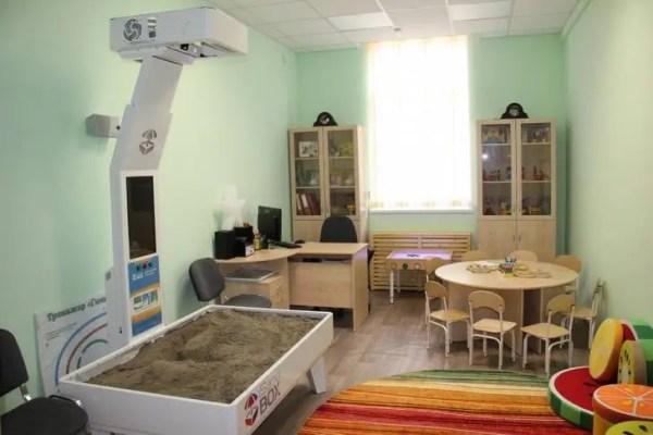 Дмитрий Медведев проехал за рулем внедорожника по Севастополю и приехал к новому детскому саду