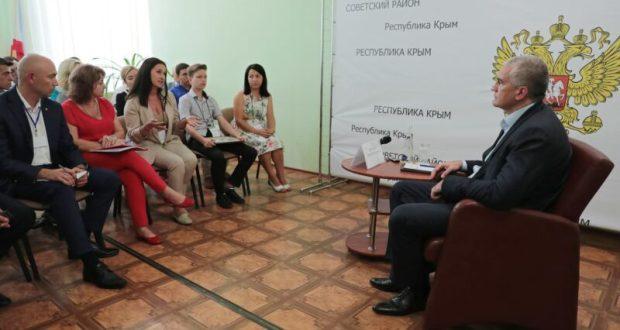Глава Крыма в Советском районе ответил на вопросы представителей молодежного актива