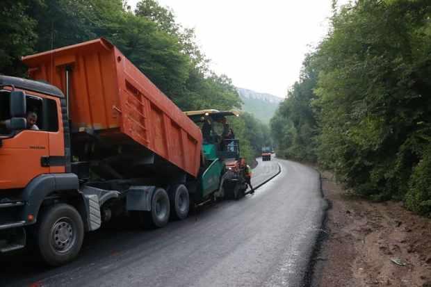 Как проходит ремонт дороги «Танковое – Оборонное» в Бахчисарайском районе Крыма