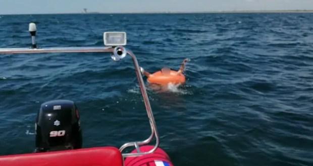 В Евпатории едва не погиб мужчина - унесло в море на надувном круге