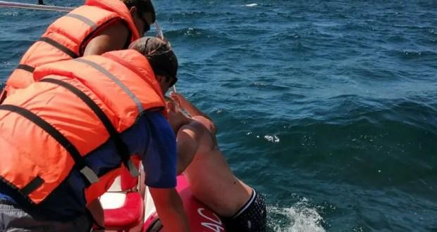 Отдыхающий пытался «спасти» надувной круг – мужчину отнесло далеко в море