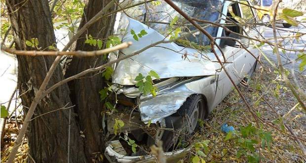 И в дерево! ДТП в Ленинском районе Крыма