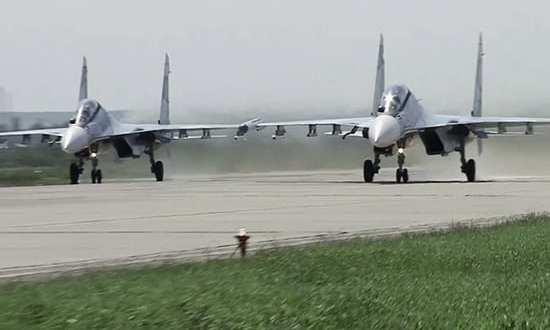 Экипажи истребителей Су-30СМ отработали боевые пуски ракет «воздух-воздух» в небе над Крымом
