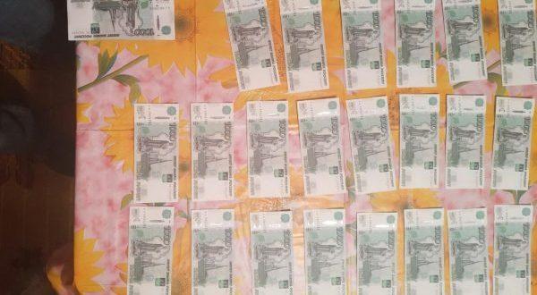 В Симферополе задержали фальшивомонетчиков - пытались сбыть тысячные купюры на рынке