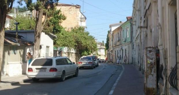 В Ялте перекрыли улицу Дражинского, но спецтранспорт проехать по ней может