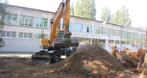 Возле Керченского политехнического колледжа началась установка памятника жертвам трагедии 17 октября