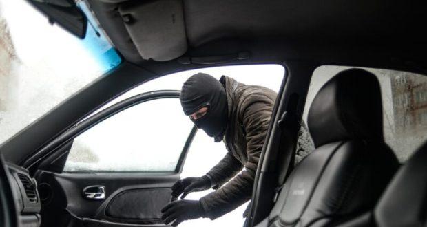 Не закрытые двери авто - приманка для вора. Инцидент в Севастополе