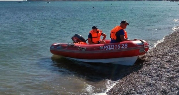В шторм в Партените утонул человек, а под Судаком спасли троих на катамаране
