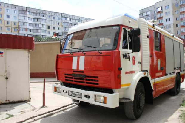 Пожар в Симферополе: средь бела дня загорелся торговый павильон