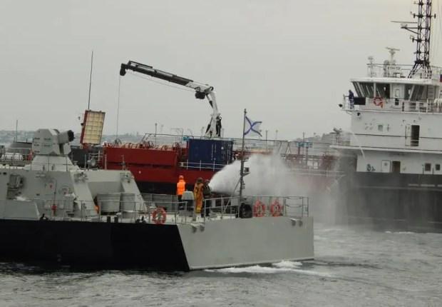 На Черноморском флоте провели учение по оказанию помощи аварийному кораблю