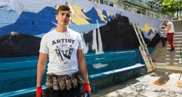 Студент ялтинского филиала КФУ Владислав Подопригора подарил своей альма-матер... новый фасад