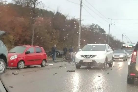 ДТП на трассе «Симферополь – Ялта». В лобовом столкновении пострадал человек