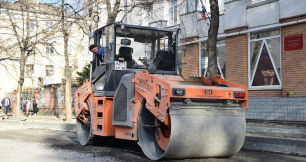 Ремонтные работы на улице Александра Невского в Симферополе ведутся круглосуточно