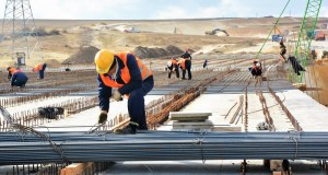 Трасса «Таврида» завершается монтаж балок на мосту в районе села Донское, под Симферополем
