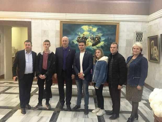 В Севастополе День Матери отметили концертом, поздравляли женщин артисты, депутаты и «Доброволец»