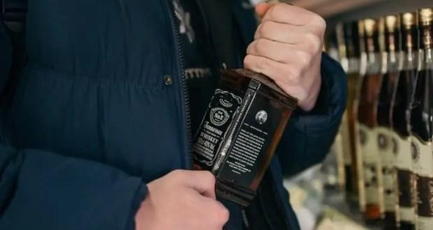 За две украденные бутылки виски крымчанину грозит два года лишения свободы