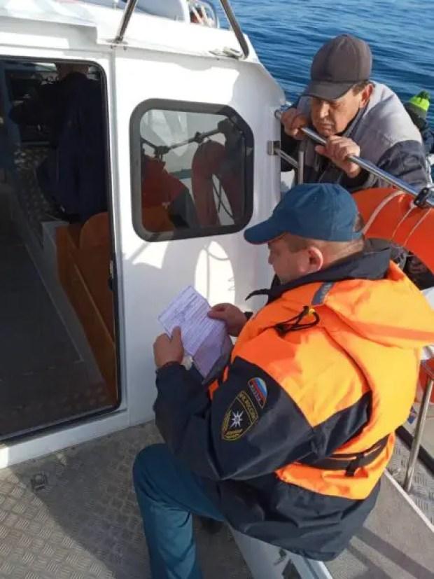 Сотрудники ГИМС мониторят севастопольскую акваторию