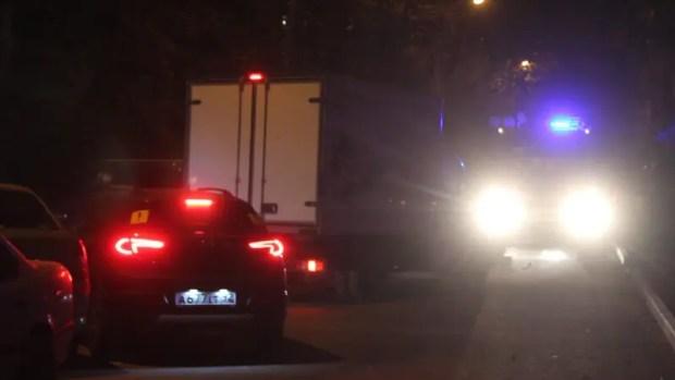 Хаотичные парковки во дворах Севастополя мешает сотрудникам МЧС быстро действовать во время ЧП