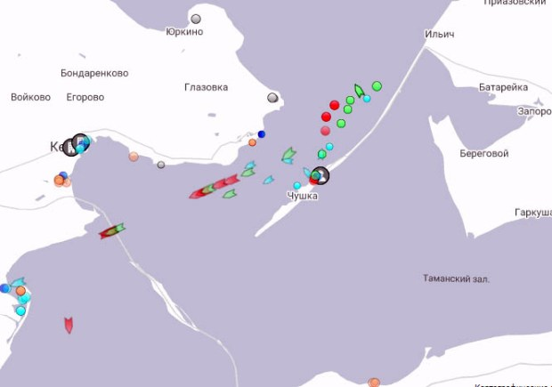 Очевидцы: в районе Керченского пролива горит судно. Официального подтверждения нет