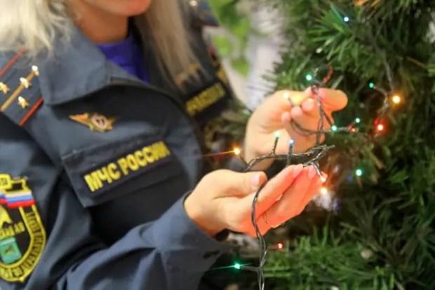 Крымские спасатели рассказали, как выбрать безопасную елочную электрическую гирлянду