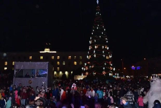 В Симферополе презентовали главную новогоднюю ёлку крымской столицы