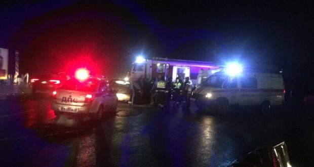 "ДТП на трассе ""Таврида"": столкнулись грузовик и ВАЗ. Пострадал мужчина"