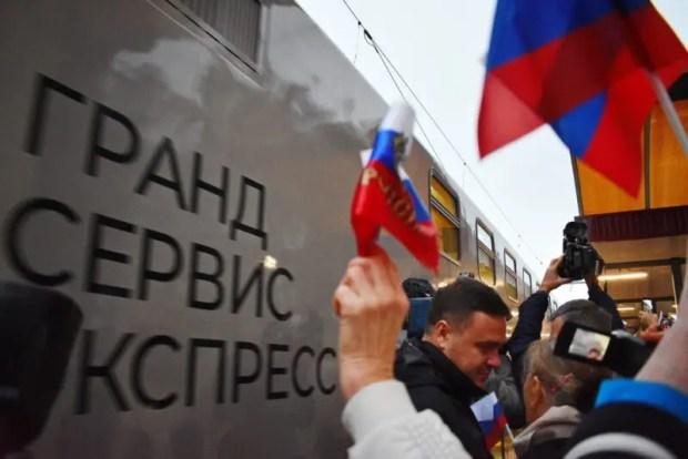 В Симферополь прибыл первый поезд из Москвы - №27