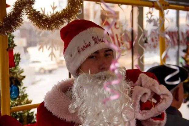 Новогодний троллейбус вышел на маршруты в Симферополе, Ялте и Алуште