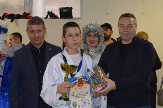 «Доброволец» и «Боевое Братство» поздравили юных севастопольских спортсменов – мастеров рукопашного боя