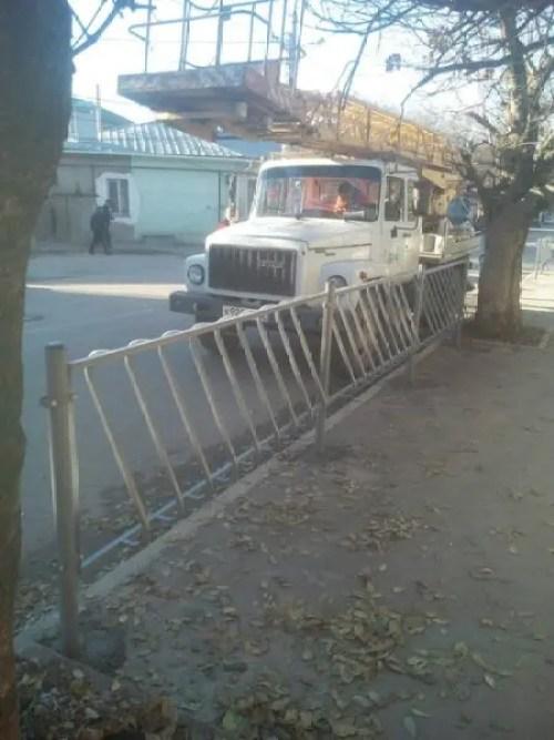 """Ямы и ямки... На минувшей неделе в Симферополе """"подлатали"""" шесть улиц"""