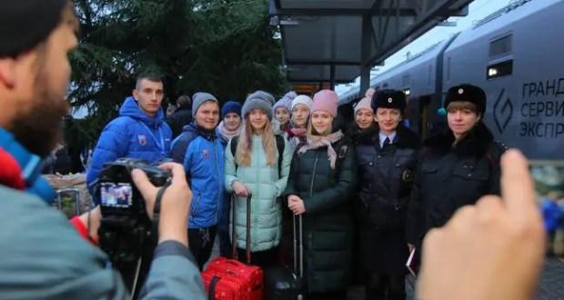 Впервые дети приехали в «Артек» на поезде через Крымский мост