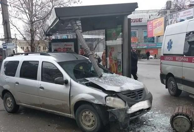 В нелепом ДТП в самом центре Симферополя пострадала девушка