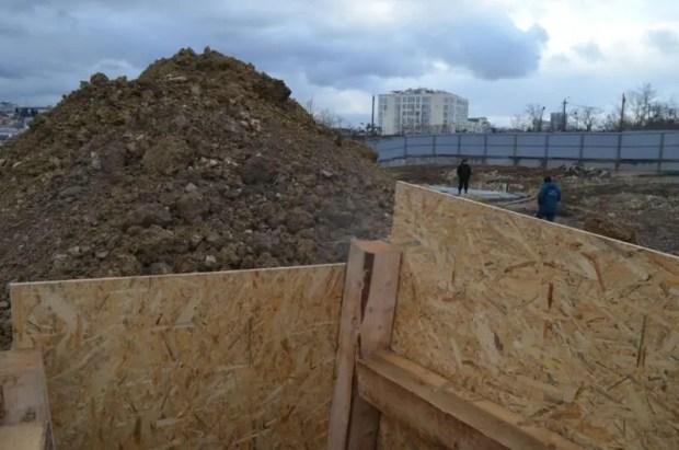 В Севастополе уничтожили бомбу весом 250 кг. В центре города