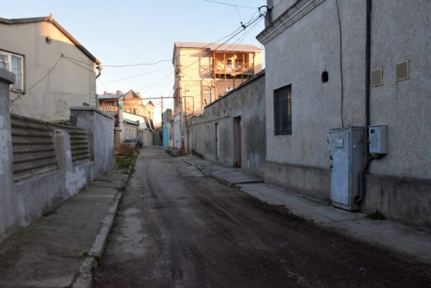В Евпатории чиновники администрации ходят по дворам и домам