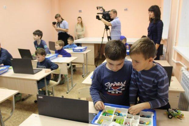 В Севастополе ремонтируют детско-юношеские клубы. Говорят - капитально