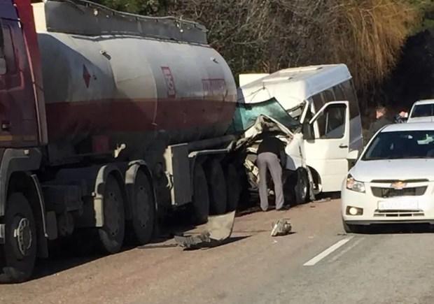 ДТП на трассе «Симферополь – Алушта»: пассажирский микроавтобус «въехал» в бензовоз