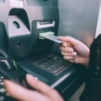 В Симферополе 22-летняя барышня забыла деньги в банкомате. Результат? Пенсионерка решила, что ей повезло