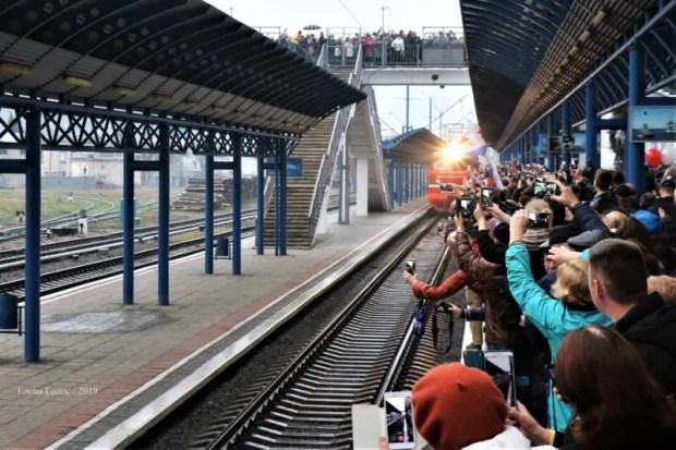 «Зацелованный поезд» отправился из Севастополя в Санкт-Петербург по расписанию