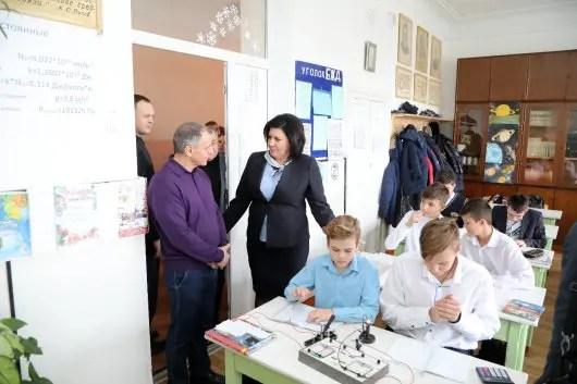 Спикер крымского парламента «сходил в гости» в симферопольскую школу №13