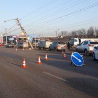 Из-за утреннего ДТП «со столбом» на Евпаторийской трассе образовался затор