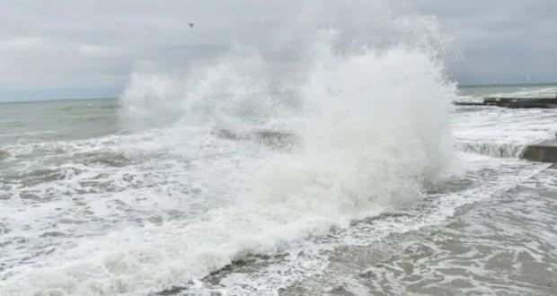 Трагедия в Ялте: шторм унес жизни двух человек